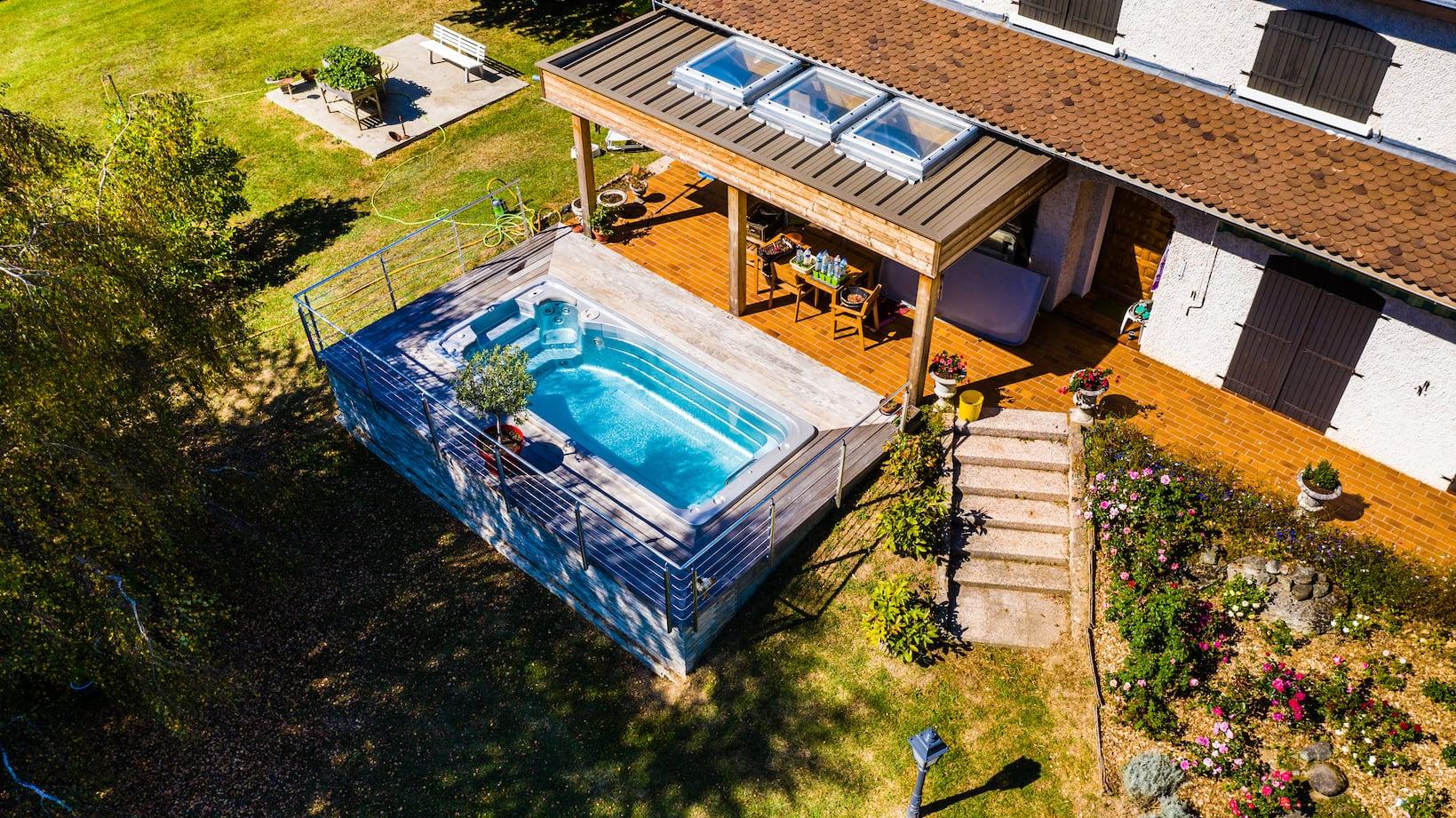 Piscine et terrasse de qualité supérieure à Bourgoin